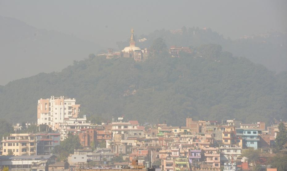 swayambunath-stupa-thru-the-smog