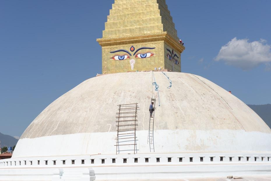 worker-on-stupa