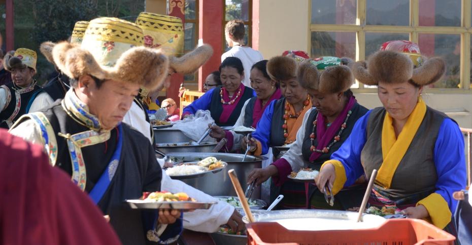 tibetans-at-picnic